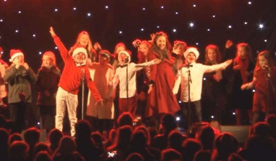Gemeente Amstelveen steunt jaarlijkse kerstsamenzang met financiële bijdrage - RTVA - RTV Amstelveen