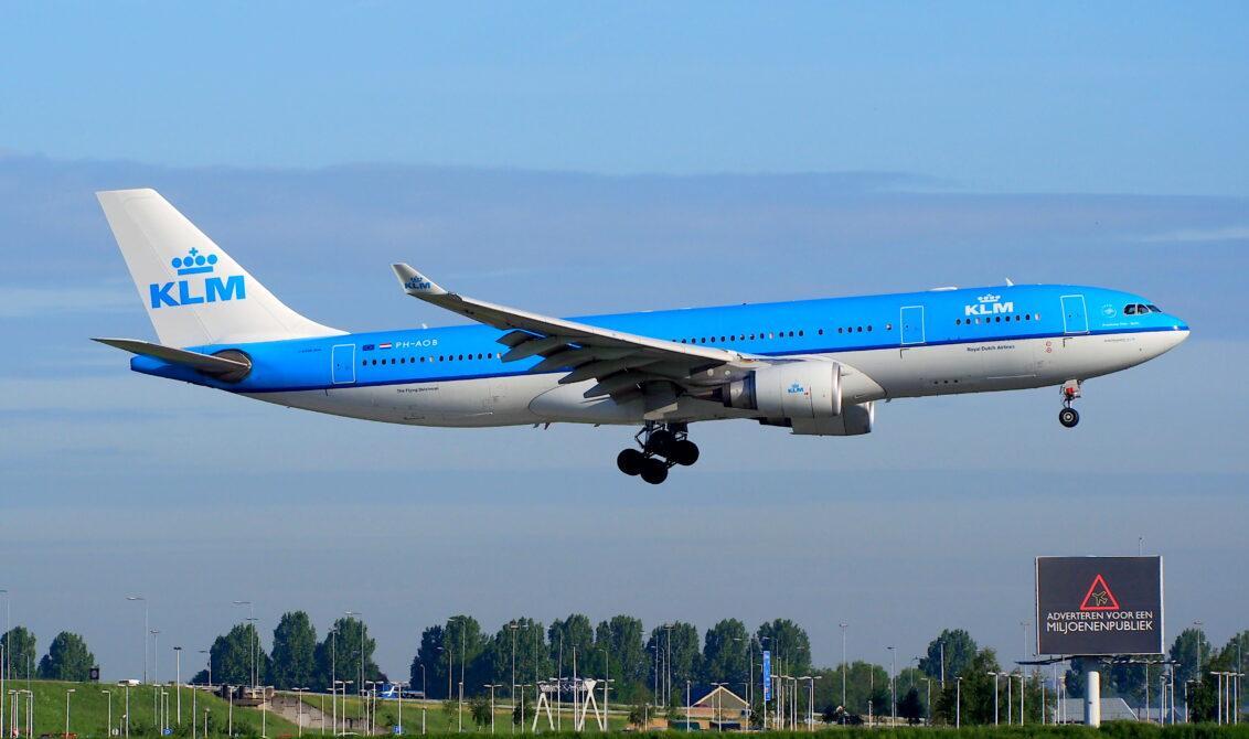 84 landend vliegtuig op schiphol amsterdam airport schiphol eham ams drone rakelings langs - Vliegtuig badkamer m ...