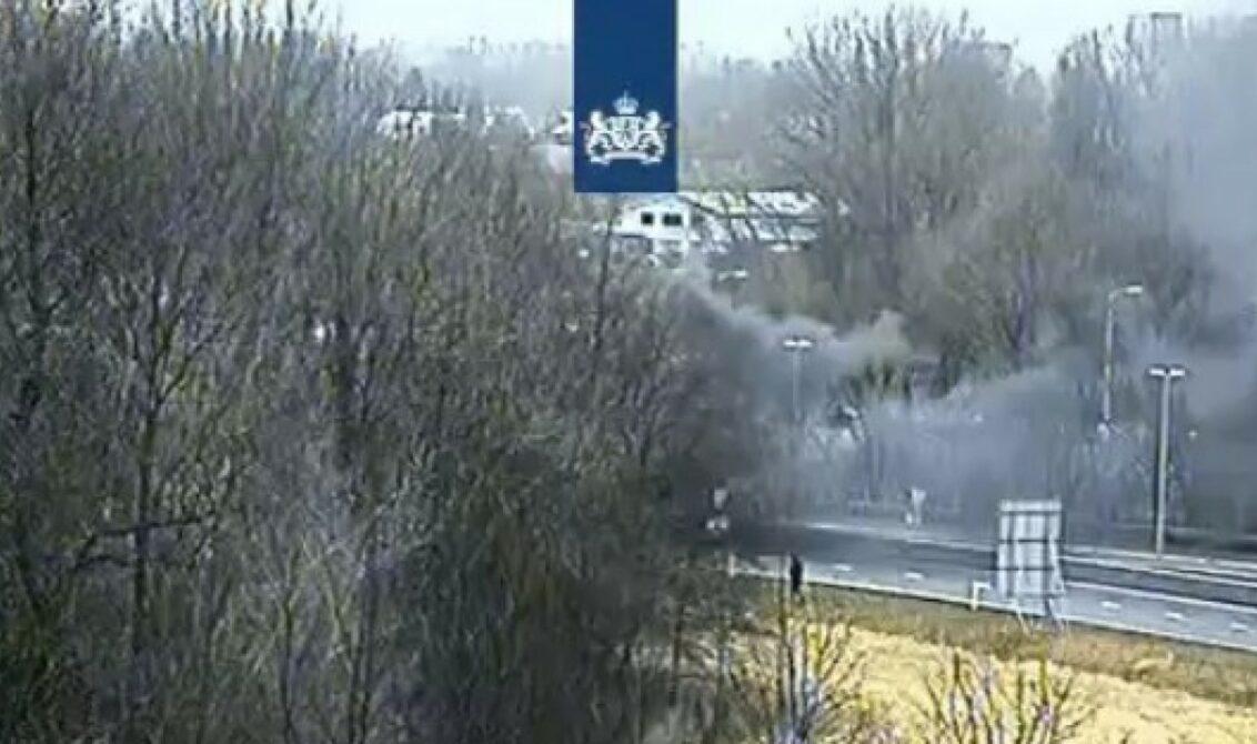 Afrit A9 Aalsmeer afgesloten door brandende auto - RTVA