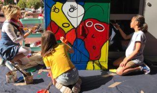 Kinderen-beschilderen-installatiekast-in-de-stijl-van-Karel-Appel-320x190.jpg